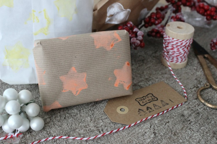DIY – Basteln mit Kindern // Weihnachtsgeschenkpapier mit Kartoffeldruck