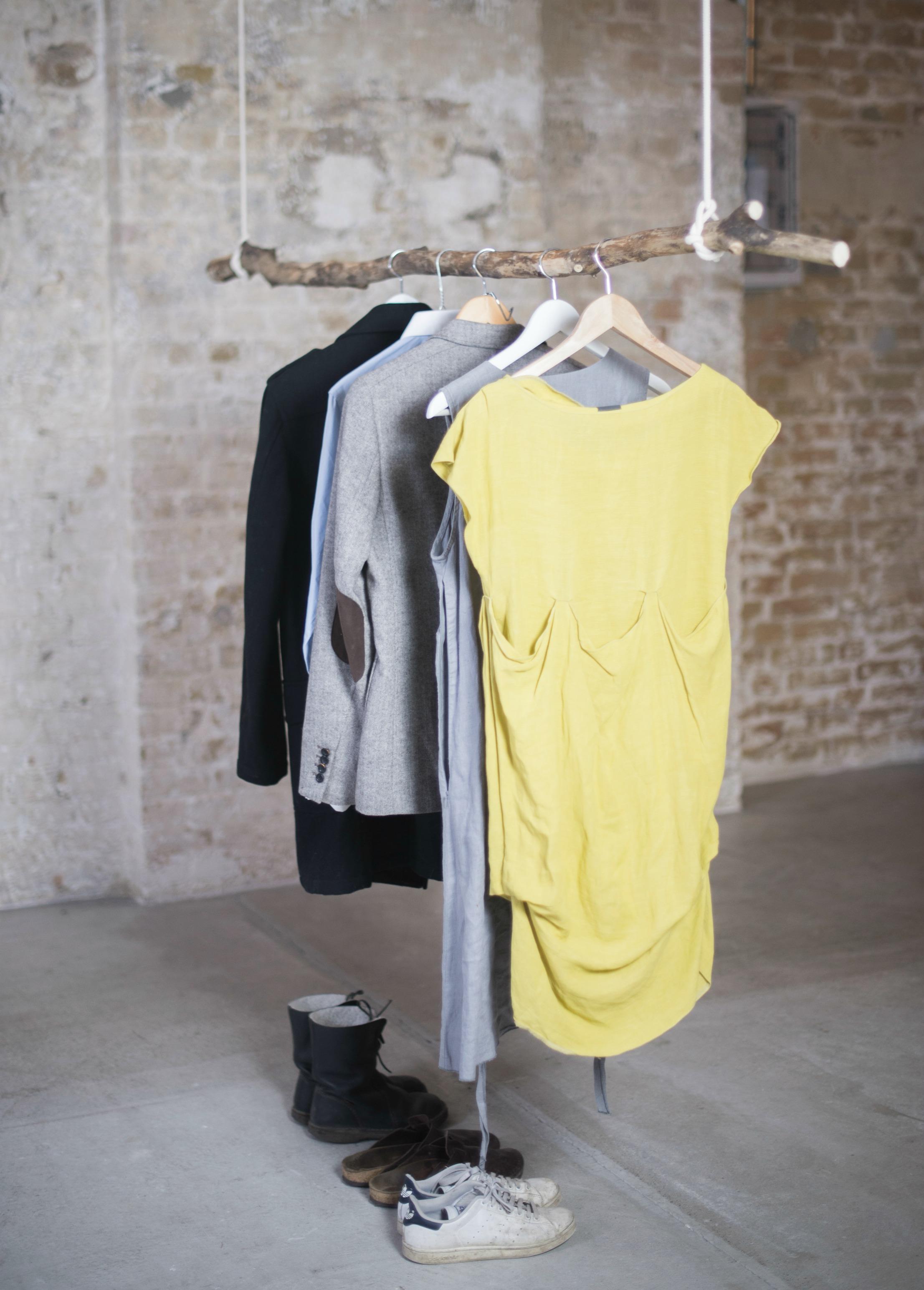Diy Kleiderstange diy kleiderstande zum selber machen baumstamm ekomia de