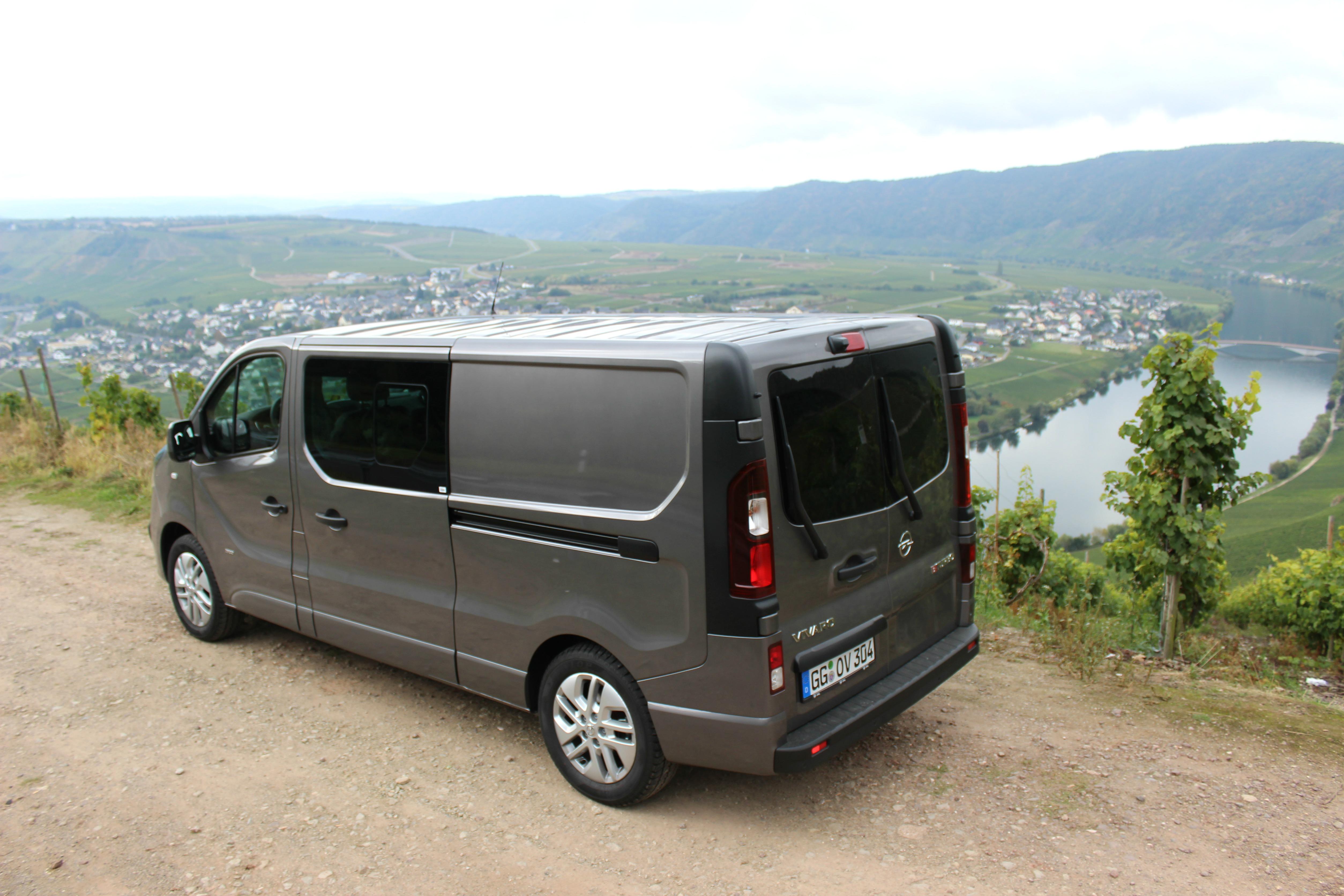 autotest opel vivaro doppelkabine als familienauto. Black Bedroom Furniture Sets. Home Design Ideas