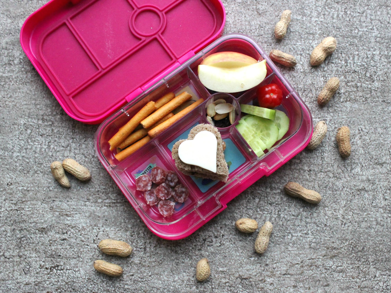 ideen f r die lunchbox der kinder und rezept f r fruchtkringel. Black Bedroom Furniture Sets. Home Design Ideas