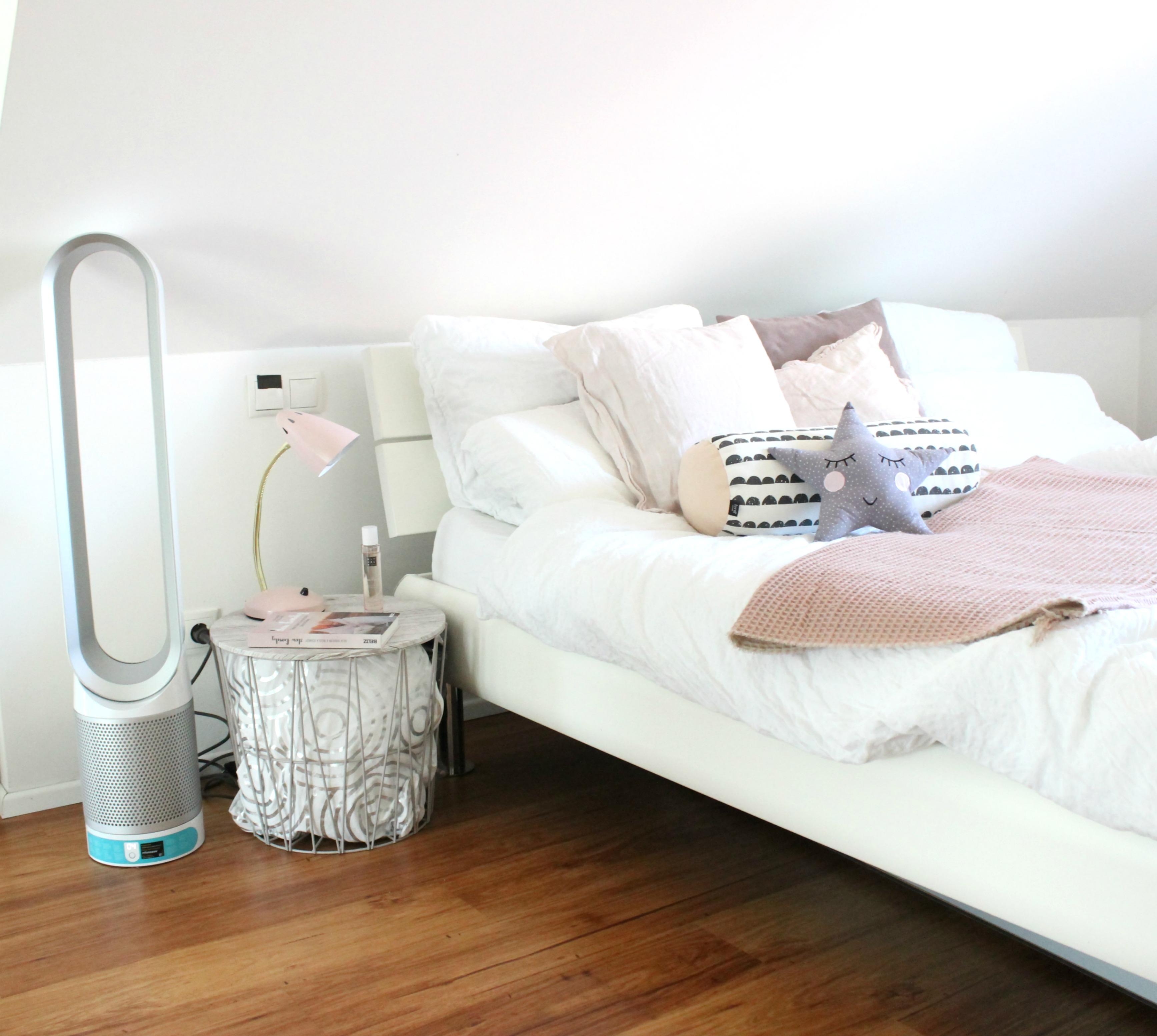 schlafzimmer einrichten mann schlafzimmer nachttisch ideen mit ikea m beln wie w scht man. Black Bedroom Furniture Sets. Home Design Ideas