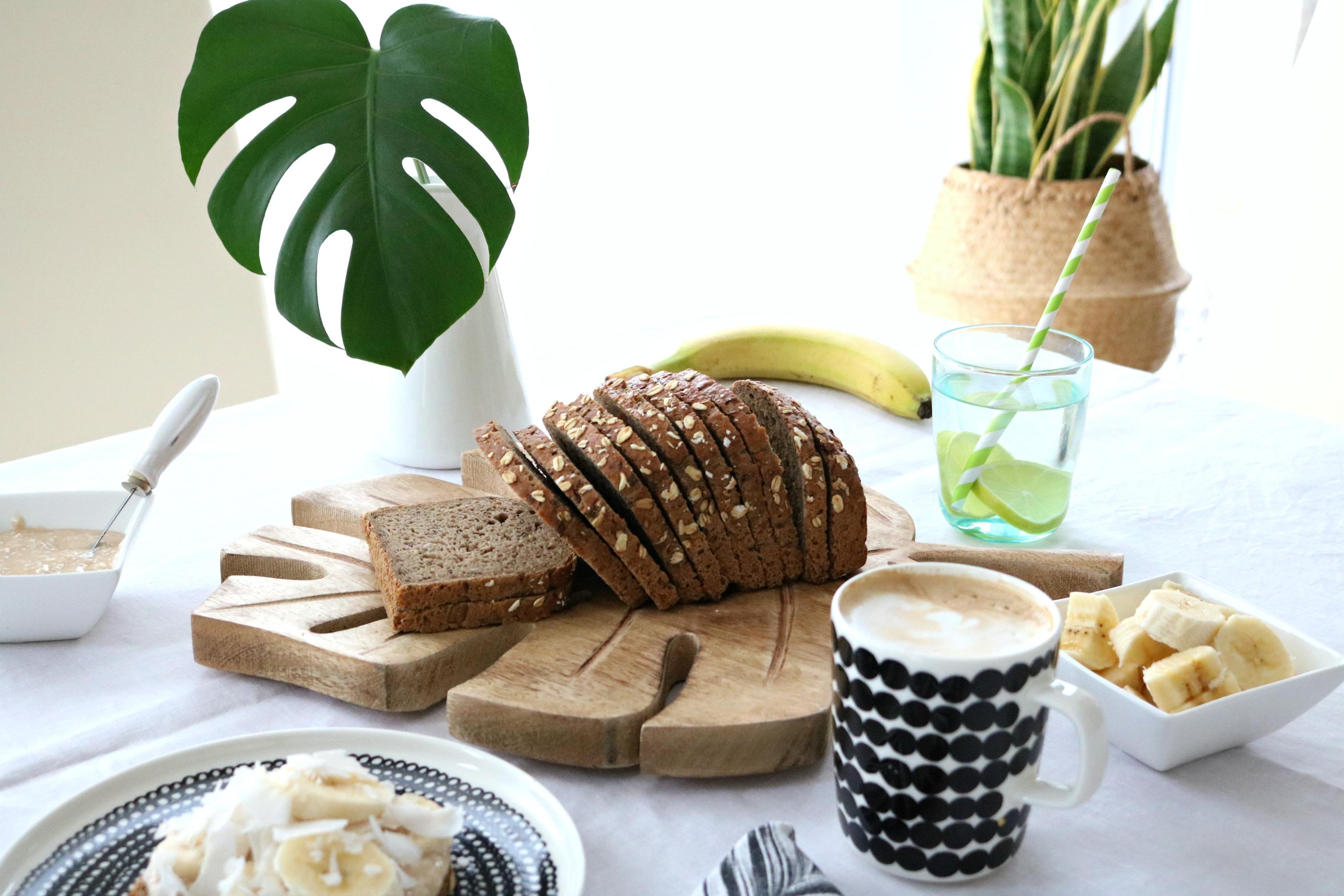 Vollkornbrot mit Kokos-Bananen-Aufstrich