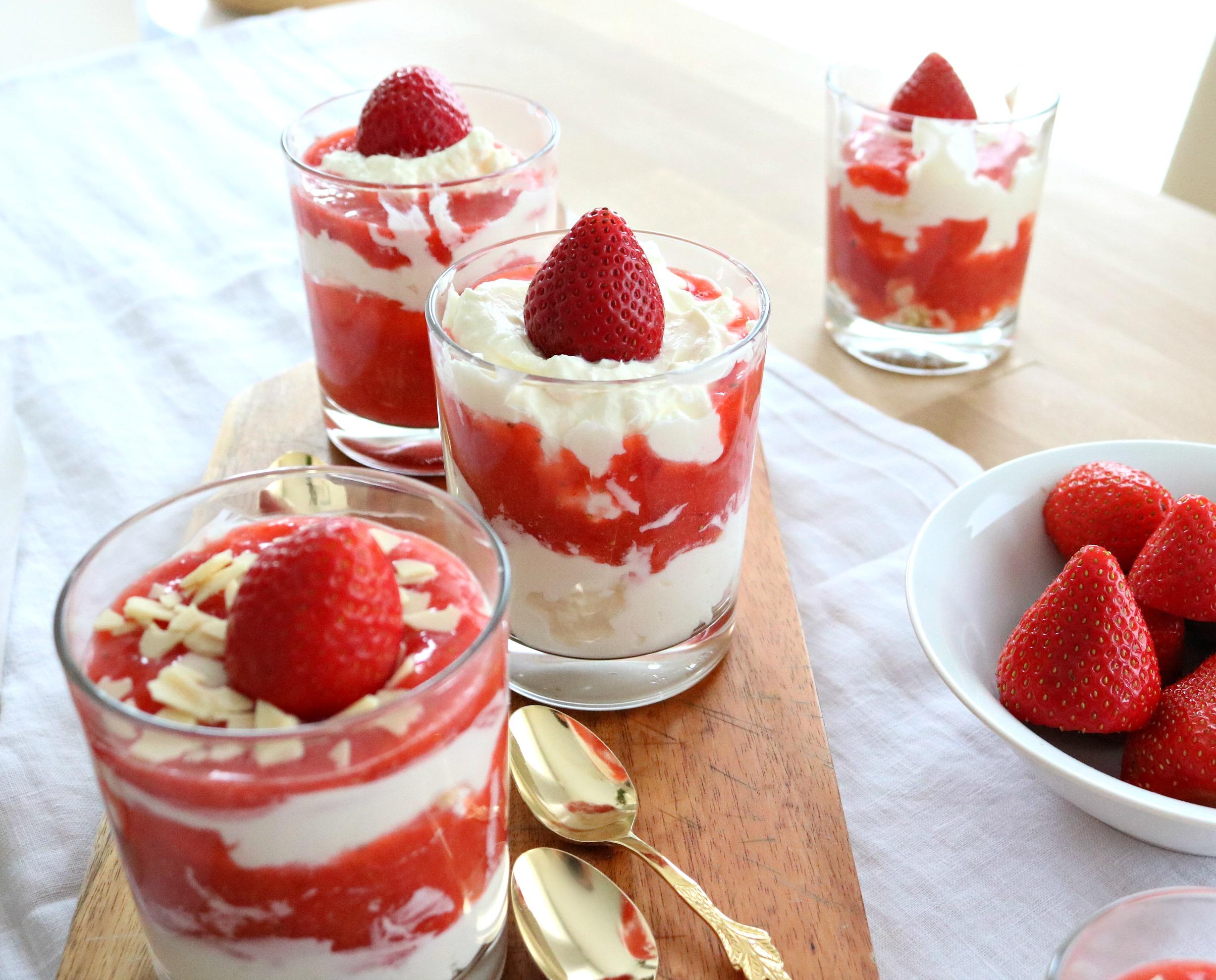 Erdbeerdessert im Glas